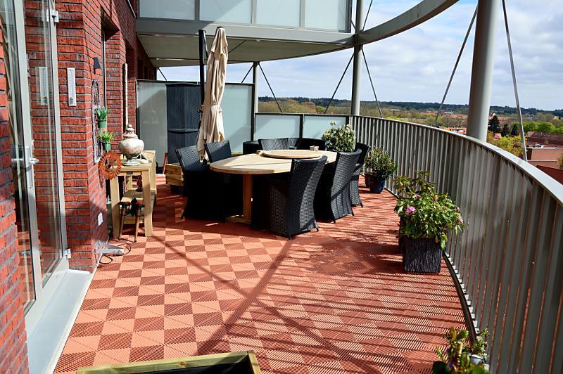 balkonvloer met antislip balkontegels terracotta